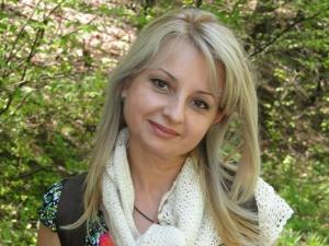 Нина Ненова - една красива жена, осъзната, щастлива и търсеща.